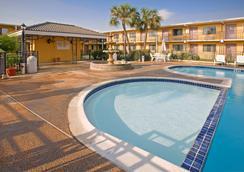 美洲最優價值酒店 - 拉雷多 - 拉雷多 - 游泳池