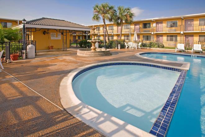 Americas Best Value Inn Laredo - Laredo - Piscine