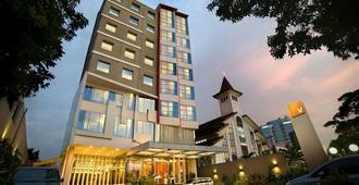 V Hotel Tebet, Jakarta - South Jakarta - Byggnad