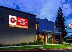 Best Western Plus Twin View Inn & Suites - Redding - Building