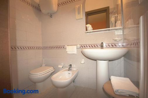 Hotel Pallotta Assisi - Assisi - Bathroom