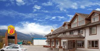 Super 8 by Wyndham Valemount - Valemount - Edificio