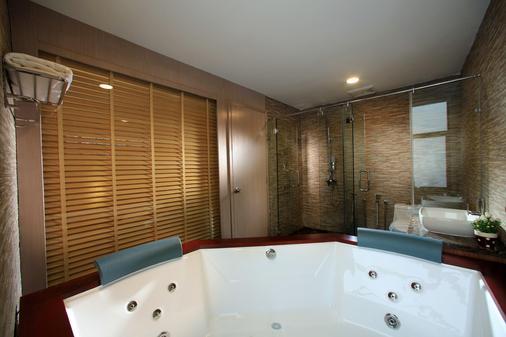 Izumi Hotel Bukit Bintang - Kuala Lumpur - Bathroom