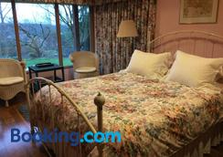 A Cascade View Bed And Breakfast - Bellevue - Bedroom