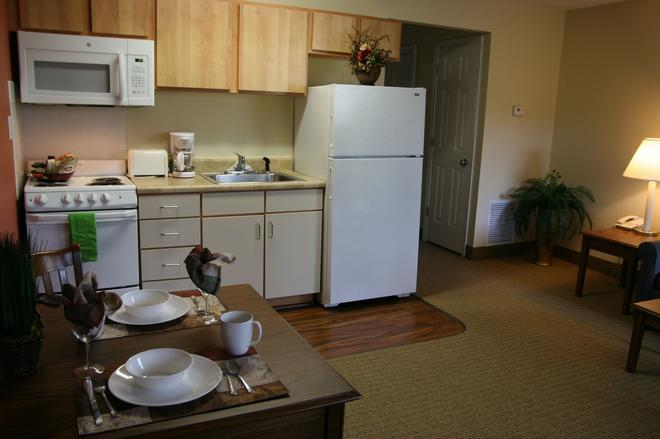 Affordable Suites Fredericksburg - Fredericksburg - Kitchen