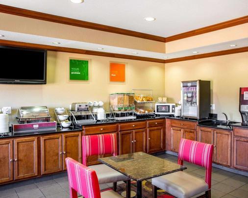 Comfort Inn & Suites - Coralville - Buffet