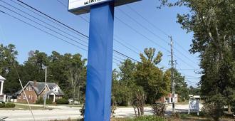 Americas Best Value Inn Wilmington - Wilmington - Näkymät ulkona