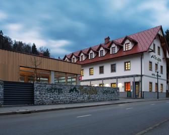 Hotel And Guest House Triglav Dobrna - Dobrna - Building
