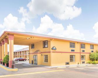Days Inn & Suites by Wyndham Marshall - Marshall - Gebäude