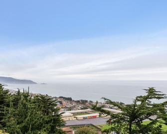 @ Marbella Lane Top Coastline Views, Family Friendly - Pacifica - Strand