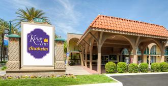 Kings Inn Anaheim At The Park & Convention Center - Anaheim - Gebouw