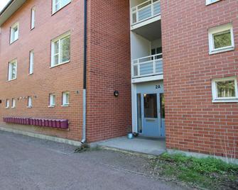 Three Bedroom Apartment In Hamina, Ilveskalliontie 2 - Гаміна - Building