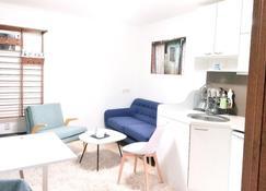 Sirma's Studio - Unique Apartment In Prime Skopje Location - Skopje - Sala de estar