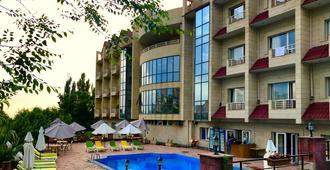 Nork Residence Hotel - ירבאן - בניין