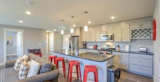 2BR Modern & Chic Comfy Home in Old Colorado - קולרדו ספרינגס - מטבח