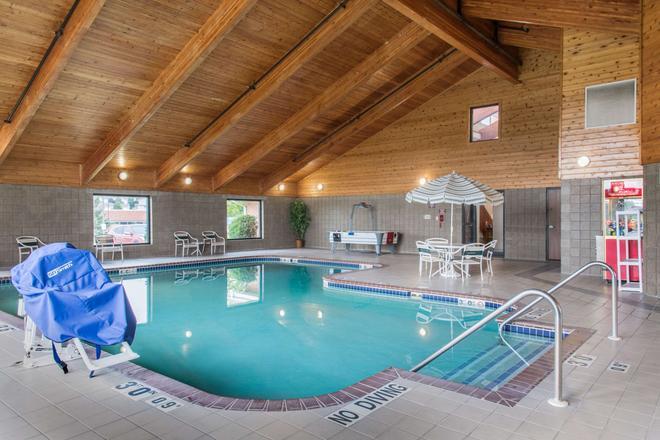 Quality Inn Rochester - Rochester - Pool
