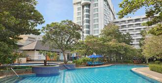 Mercure Convention Center Ancol - North Jakarta - Pool