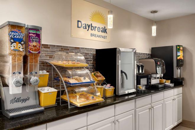 Days Inn by Wyndham Anderson/Clemson Area - Anderson - Buffet