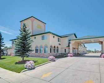 Days Inn by Wyndham Laramie - Laramie - Building