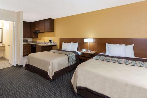 Days Inn Mission Valley Qualcomm Stadium/ SDSU - San Diego - Bedroom