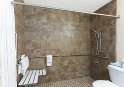 Days Inn Mission Valley Qualcomm Stadium/ SDSU - San Diego - Bathroom