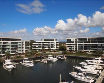Allisee Apartments - Hollywell - Outdoors view