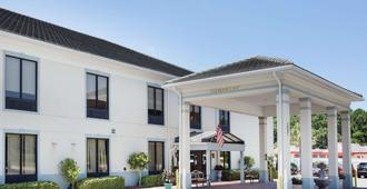 Baymont by Wyndham Savannah/Garden City - Savannah - Building