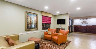 Baymont by Wyndham Savannah/Garden City - Savannah - Sala de estar