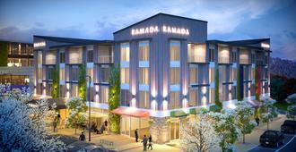Ramada Suites by Wyndham Queenstown Remarkables Park - Queenstown - Building
