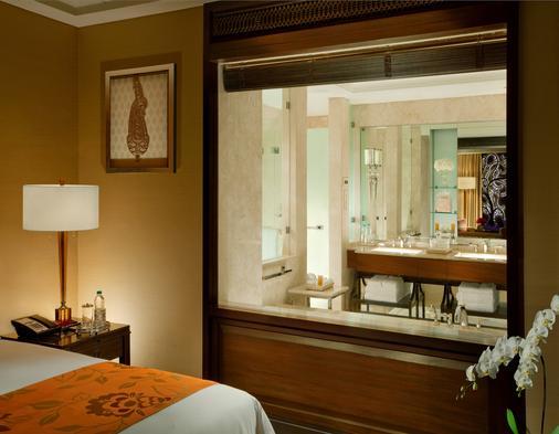 The Leela Palace Chennai - Chennai - Bathroom