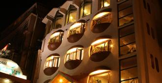 Hotel Surya - Shimla - Building