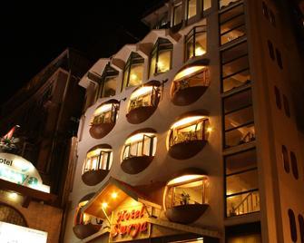 Hotel Surya - Shimla - Toà nhà