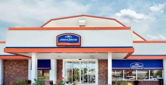 Howard Johnson by Wyndham Burlington - Burlington