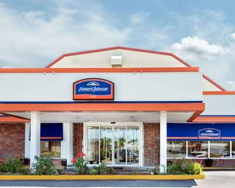 Howard Johnson by Wyndham Burlington - Burlington - Building