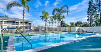 Motel 6 Garden Grove CA - Garden Grove - Uima-allas