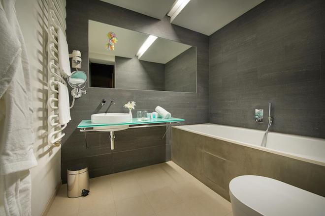 Design Hotel Neruda - Prague - Bathroom