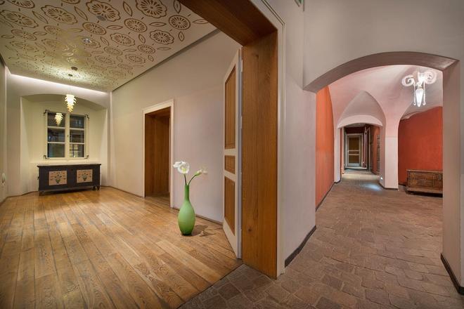 Design Hotel Neruda - Прага - Холл