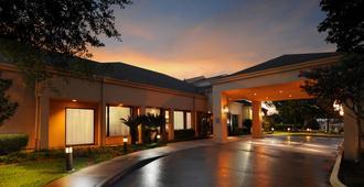 Courtyard by Marriott Houston Hobby Airport - יוסטון - בניין
