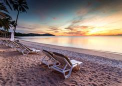 Nora Beach Resort and Spa - Ko Samui - Beach