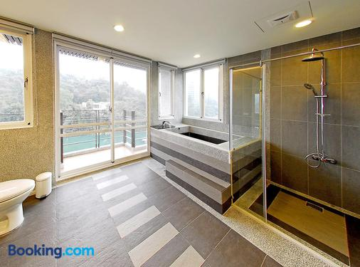 Sun Moon Lake Karuizawa Villa B&b - Yuchi - Phòng tắm