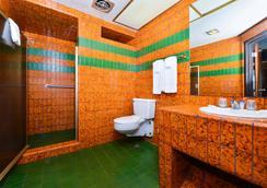 Americas Best Value Inn & Suites Los Angeles Downtown Sw - Los Angeles - Phòng tắm