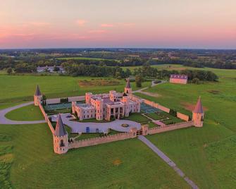 Kentucky Castle - Versailles