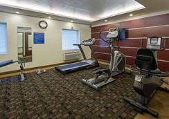 Days Inn & Suites by Wyndham Milwaukee - Milwaukee - Gym