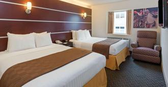 Days Inn & Suites by Wyndham Milwaukee - מילווקי - חדר שינה