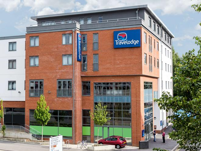 Travelodge Camberley Central - Camberley - Building