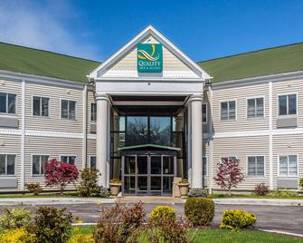 Quality Inn & Suites Middletown - Newport - Middletown - Building