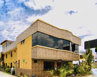 Hotel Alpachaca - Tababela - Building