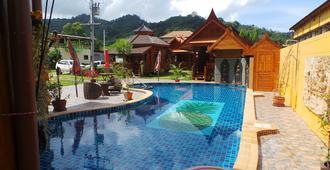 Golden Teak Resort - Baan Sapparot - Kamala - Pool