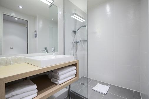 Kyriad Paris 18 - Porte de Clignancourt - Montmartre - Paris - Phòng tắm