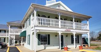 Key West Inn - Tuscumbia
